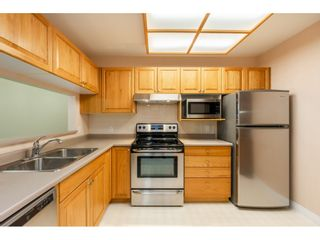 """Photo 9: 205 1569 EVERALL Street: White Rock Condo for sale in """"SEAWYND MANOR"""" (South Surrey White Rock)  : MLS®# R2413623"""