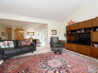 Photo 4: 4647 Lochside Dr in VICTORIA: SE Broadmead Half Duplex for sale (Saanich East)  : MLS®# 818778