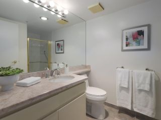 """Photo 11: 504 2108 W 38TH Avenue in Vancouver: Kerrisdale Condo for sale in """"The Wilshire"""" (Vancouver West)  : MLS®# R2400833"""