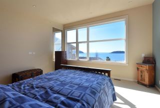Photo 14: 5370 WAKEFIELD BEACH LANE in Sechelt: Sechelt District Townhouse for sale (Sunshine Coast)  : MLS®# R2409390