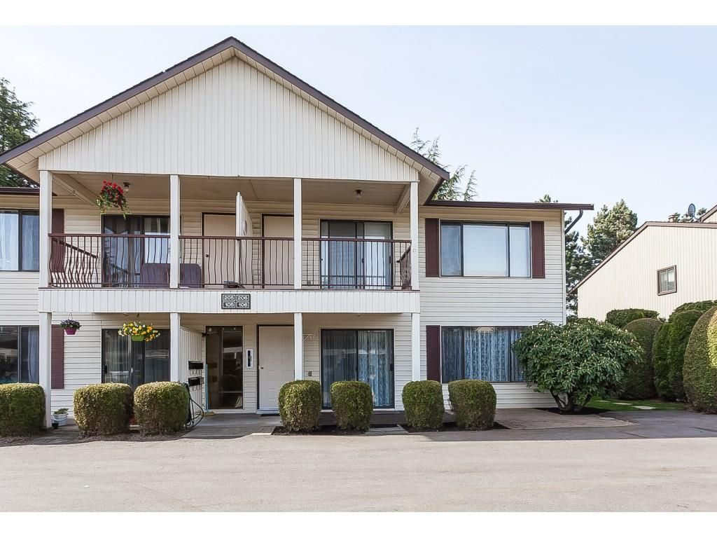 """Main Photo: 106 2853 W BOURQUIN Crescent in Abbotsford: Central Abbotsford Townhouse for sale in """"Bourquin Court"""" : MLS®# R2361510"""