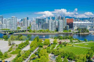 """Photo 29: 1702 1708 COLUMBIA Street in Vancouver: Mount Pleasant VW Condo for sale in """"Wall Centre False Creek"""" (Vancouver West)  : MLS®# R2580995"""