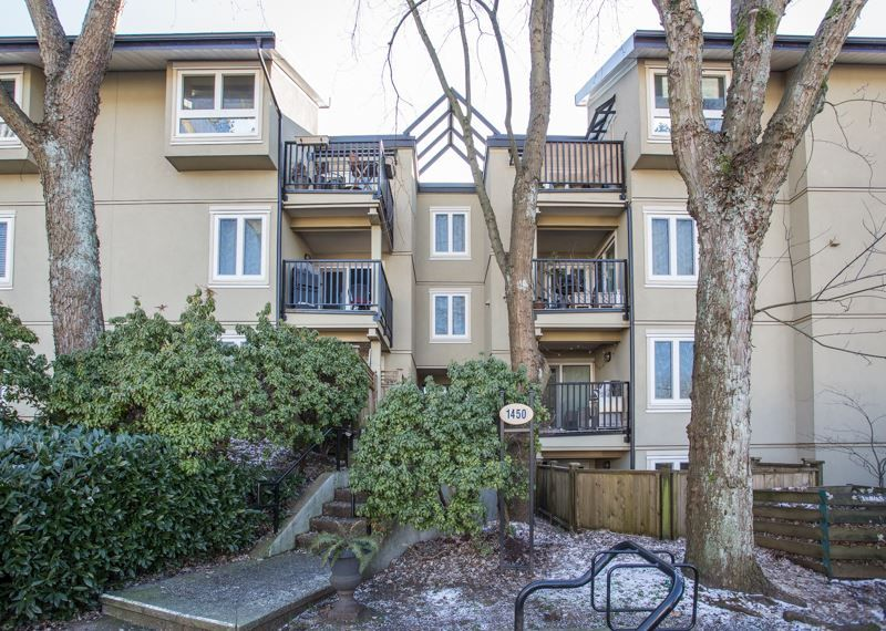 """Main Photo: 202 1450 E 7TH Avenue in Vancouver: Grandview VE Condo for sale in """"Ridgeway Place"""" (Vancouver East)  : MLS®# R2340173"""