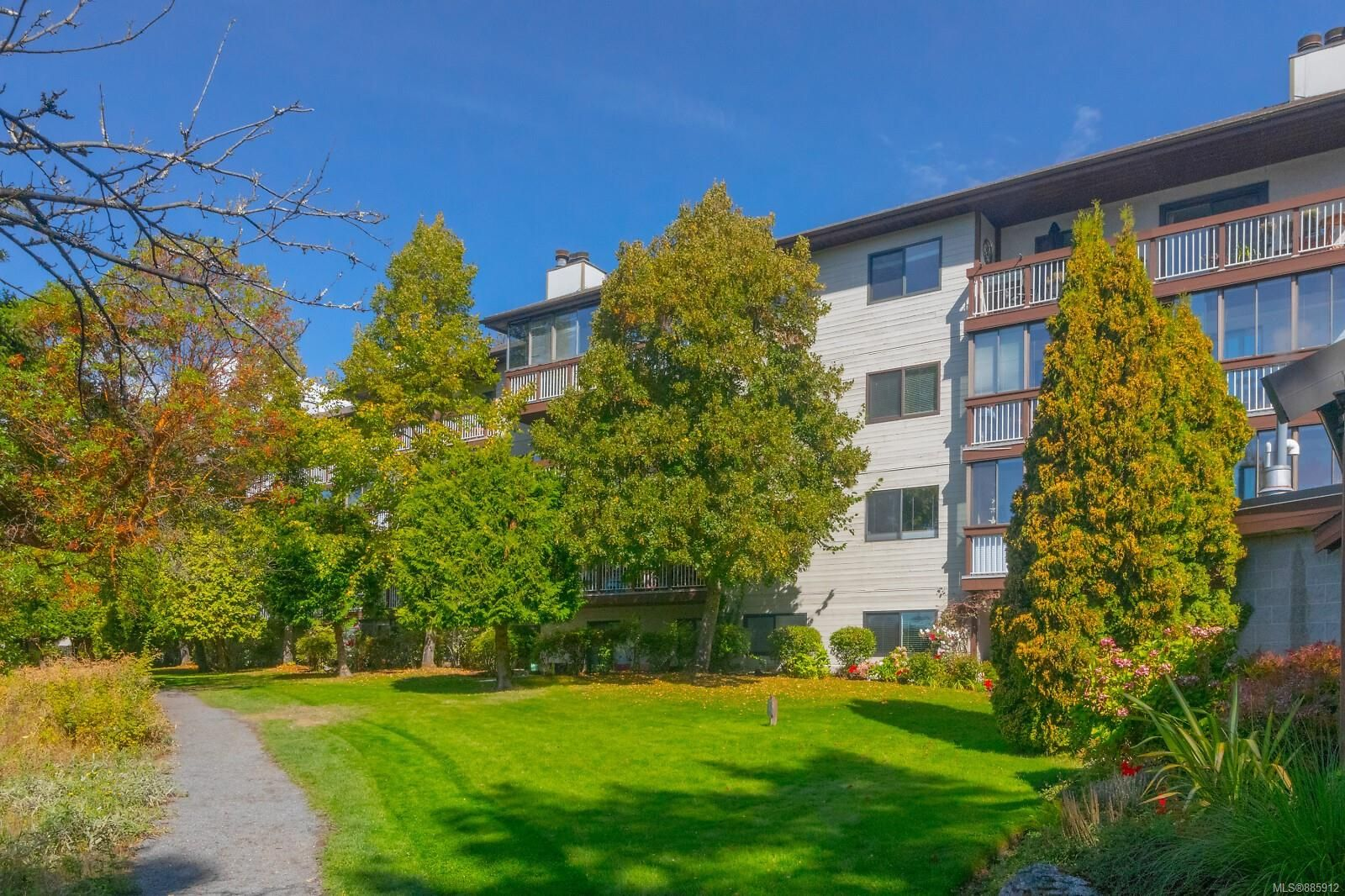 Main Photo: 308 79 W Gorge Rd in : SW Gorge Condo for sale (Saanich West)  : MLS®# 885912
