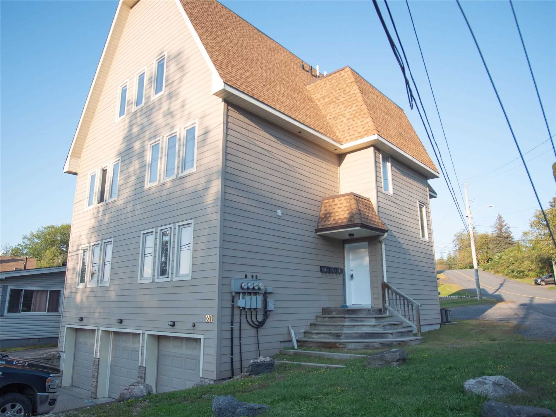 Main Photo: 1 20 Emily Street in Parry Sound: House (3-Storey) for lease : MLS®# X5370284