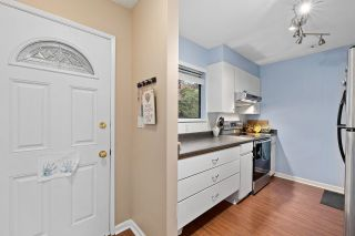 "Photo 1: 915 BRITTON Drive in Port Moody: North Shore Pt Moody Townhouse for sale in ""WOODSIDE VILLAGE"" : MLS®# R2554809"