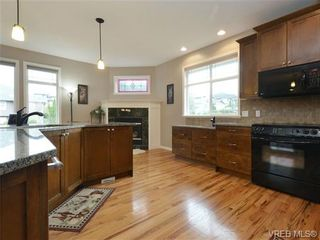 Photo 10: 3420 Mary Anne Cres in VICTORIA: Co Triangle House for sale (Colwood)  : MLS®# 723824