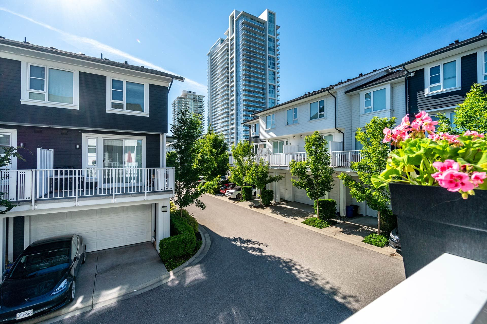 """Photo 23: Photos: 154 548 FOSTER Avenue in Coquitlam: Coquitlam West Townhouse for sale in """"BLACK + WHITE"""" : MLS®# R2587208"""