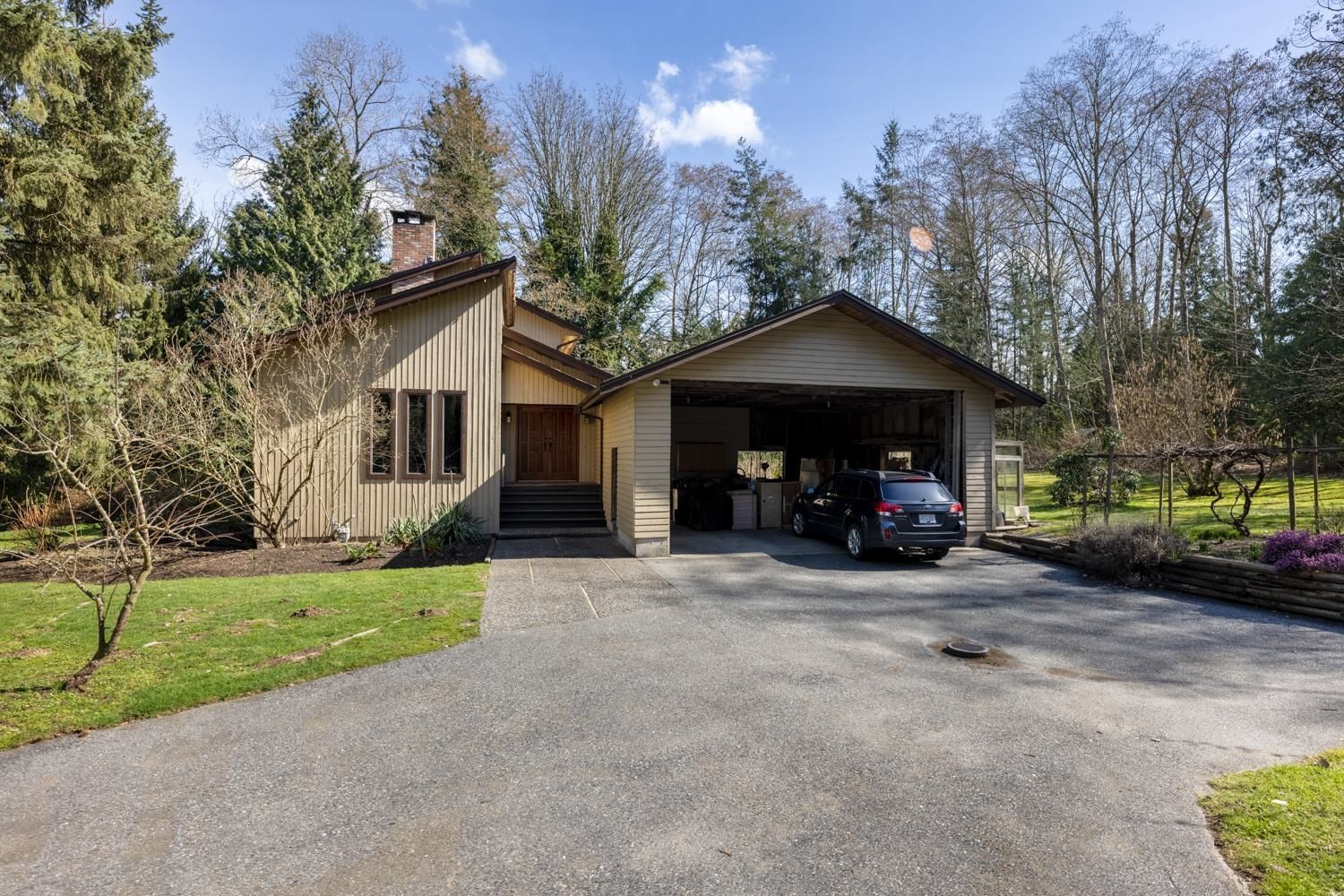"""Main Photo: 17418 HILLVIEW Place in Surrey: Grandview Surrey House for sale in """"Country Woods"""" (South Surrey White Rock)  : MLS®# R2619162"""