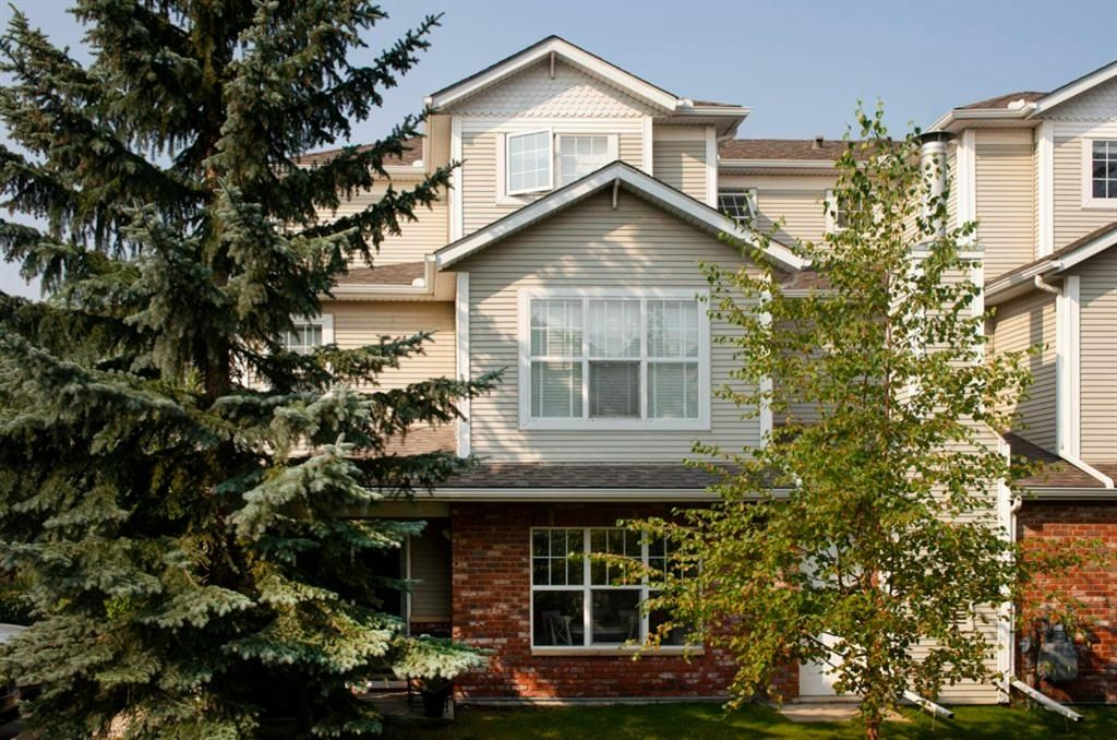 Main Photo: 1102 7171 Coach Hill Road SW in Calgary: Coach Hill Row/Townhouse for sale : MLS®# A1135746