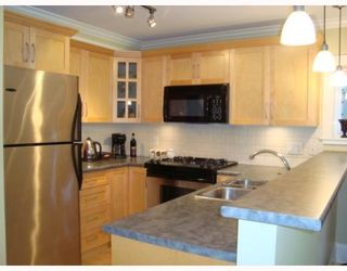 Photo 3: 320 14th Ave. West in Vancouver: Mount Pleasant VW Condo for sale (Vancouver West)  : MLS®# V769525