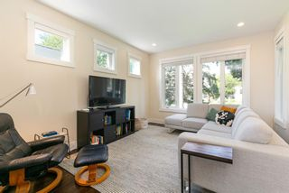 Photo 8: 907 23 Avenue NW in Calgary: Mount Pleasant Semi Detached for sale : MLS®# A1141510