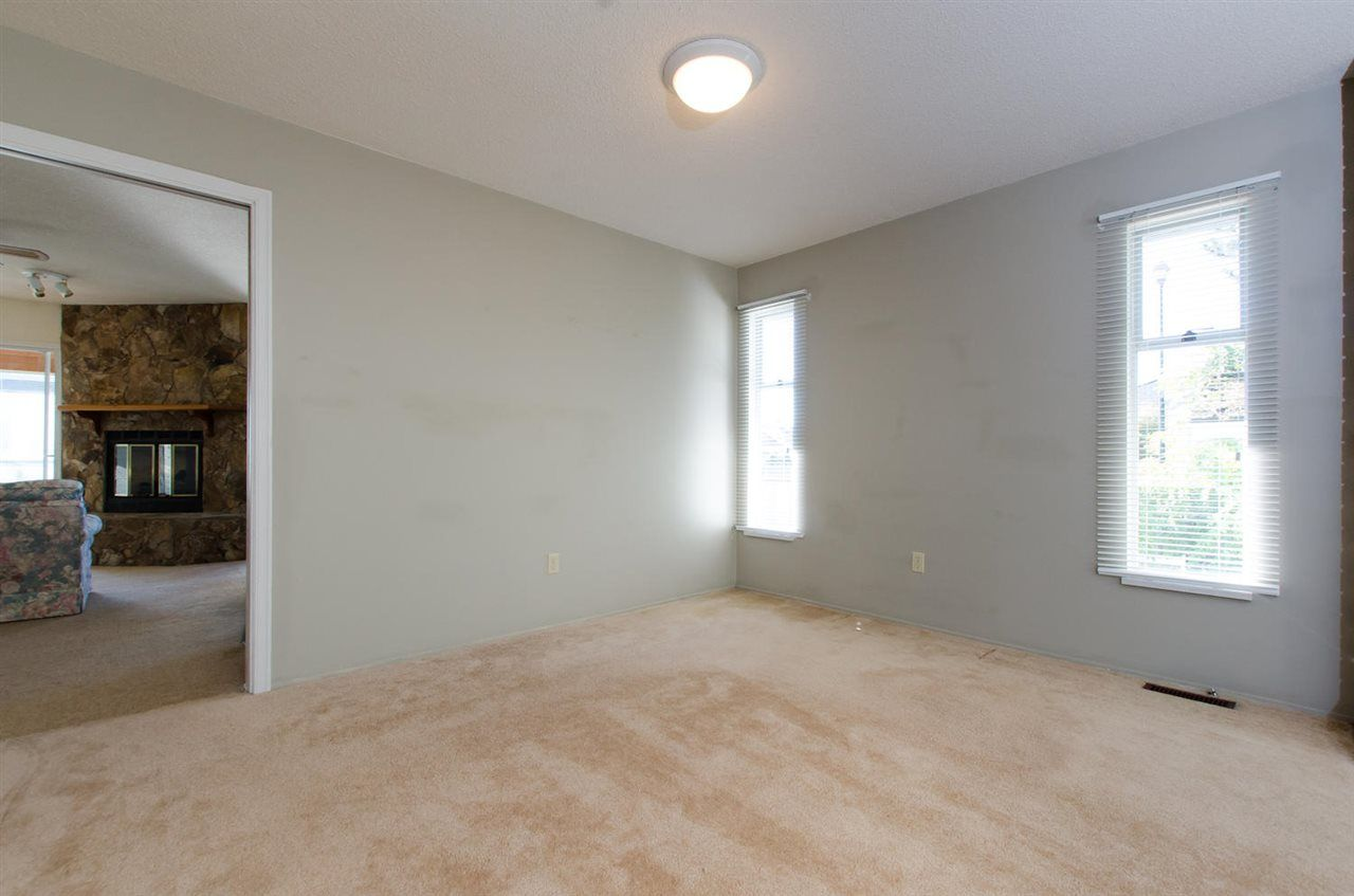 Photo 10: Photos: 14206 20 Avenue in Surrey: Sunnyside Park Surrey House for sale (South Surrey White Rock)  : MLS®# R2116136