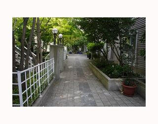 """Photo 10: 204 789 W 16TH Avenue in Vancouver: Fairview VW Condo for sale in """"SIXTEEN WILLOWS"""" (Vancouver West)  : MLS®# V786069"""