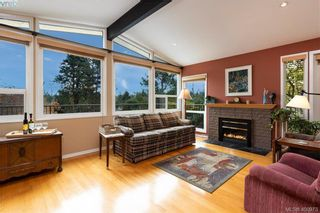 Photo 2: 4282 Parkside Cres in VICTORIA: SE Mt Doug House for sale (Saanich East)  : MLS®# 799976