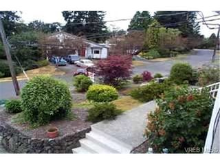 Photo 2: 910 Parklands Dr in VICTORIA: Es Gorge Vale House for sale (Esquimalt)  : MLS®# 315948