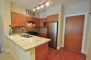 Photo 3: 209 2601 Whiteley Court in North Vancouver: Lynn Valley Condo for sale : MLS®# R2112893
