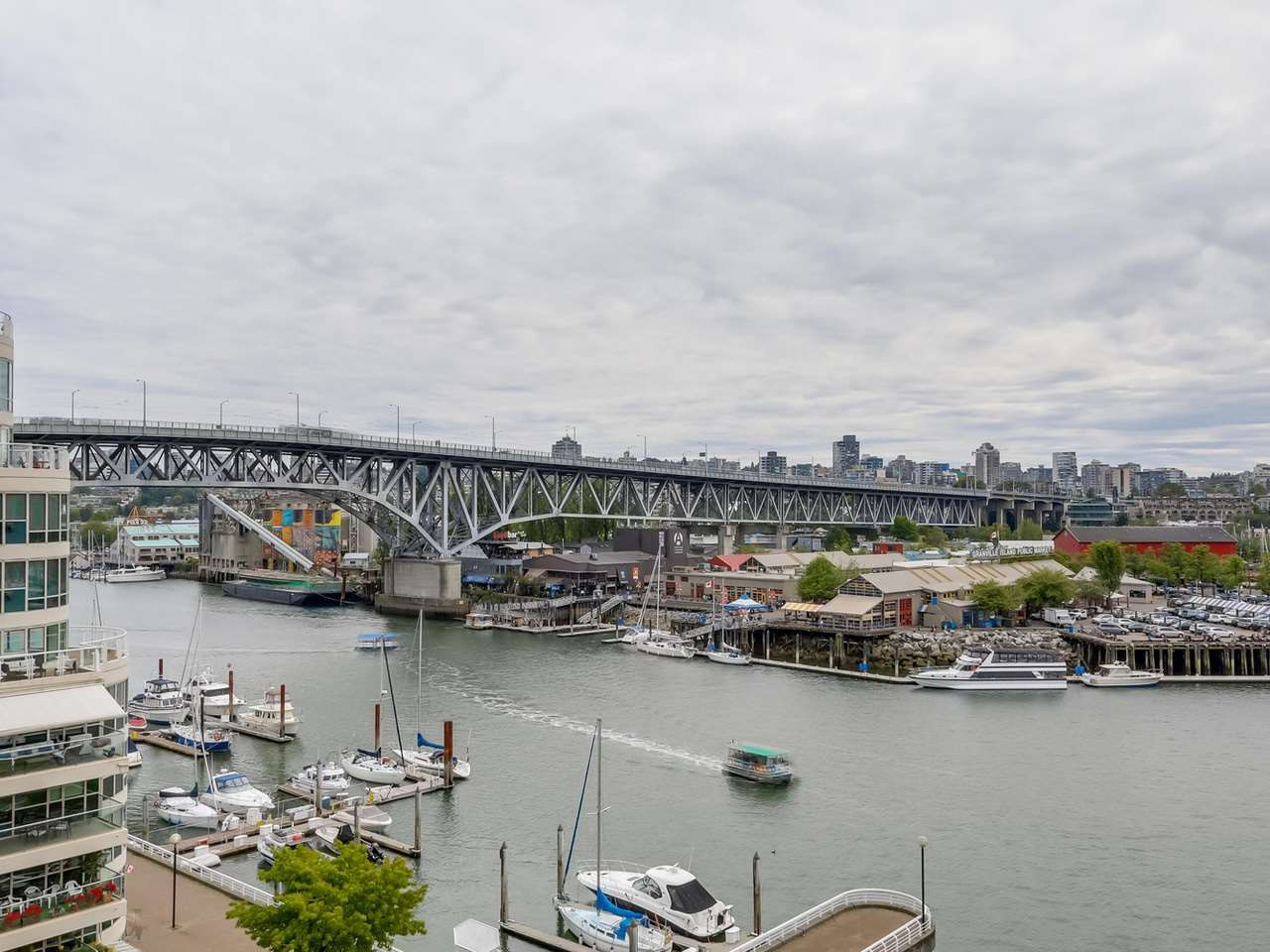 """Photo 9: Photos: 800 1675 HORNBY Street in Vancouver: Yaletown Condo for sale in """"SEAWALK SOUTH"""" (Vancouver West)  : MLS®# R2083569"""