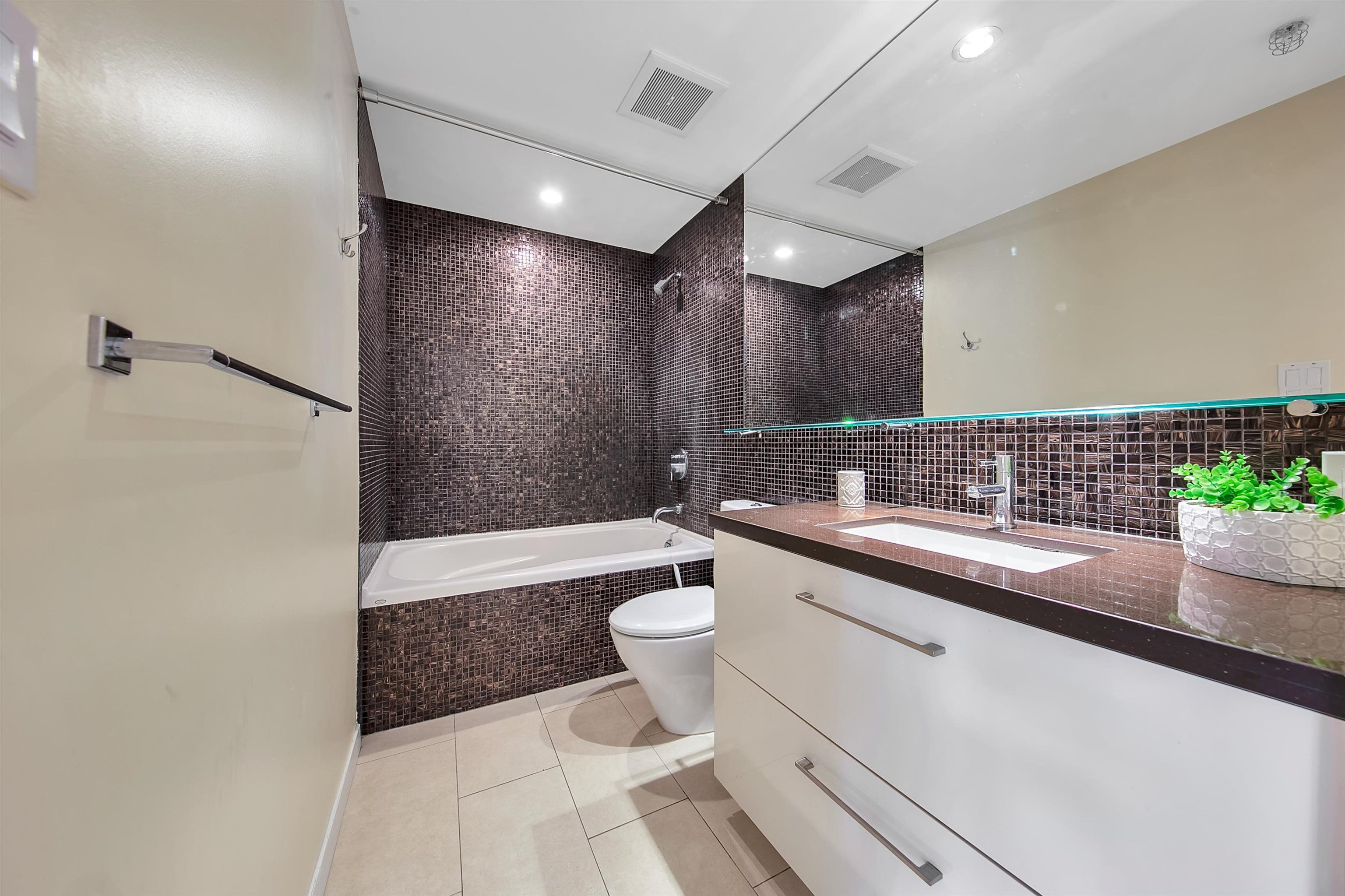 """Photo 21: Photos: 2302 833 HOMER Street in Vancouver: Downtown VW Condo for sale in """"Atelier"""" (Vancouver West)  : MLS®# R2615820"""