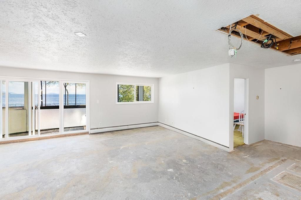 """Photo 24: Photos: 111 14881 MARINE Drive: White Rock Condo for sale in """"DRIFTWOOD ARMS"""" (South Surrey White Rock)  : MLS®# R2595780"""