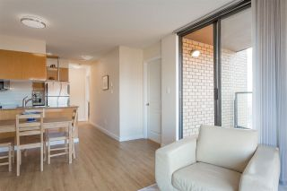 """Photo 4: 2008 1189 HOWE Street in Vancouver: Downtown VW Condo for sale in """"GENESIS"""" (Vancouver West)  : MLS®# R2459398"""