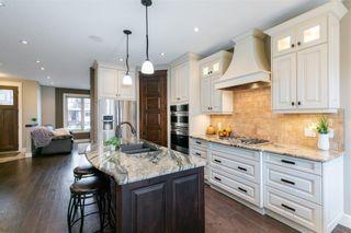 Photo 8: 617 11 Avenue NE in Calgary: Renfrew Semi Detached for sale : MLS®# C4241438