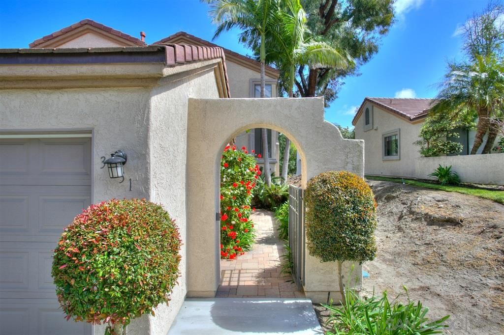 Photo 2: Photos: CARMEL VALLEY Townhouse for rent : 3 bedrooms : 3631 Fallon Circle in San Diego