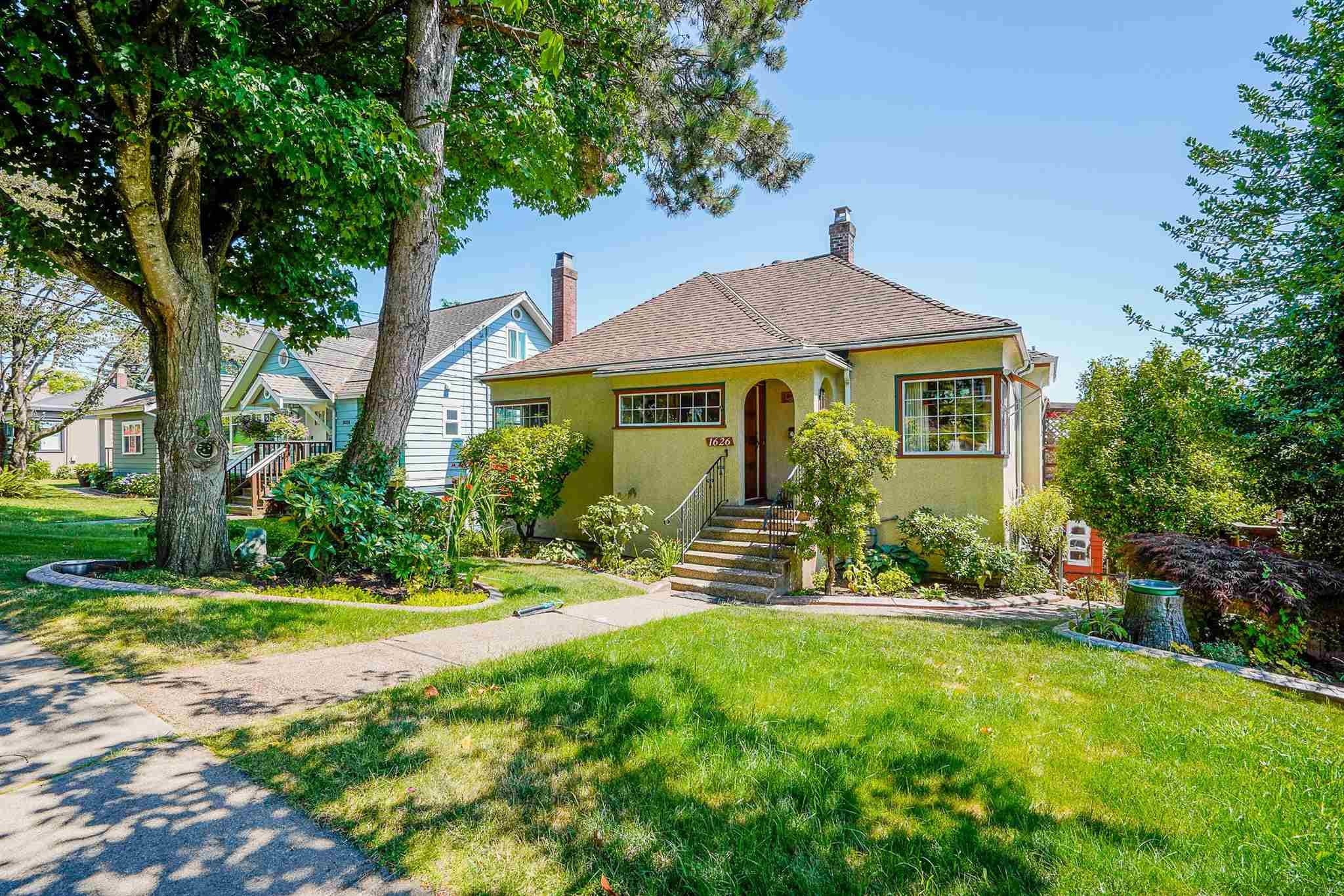 """Main Photo: 1626 SEVENTH Avenue in New Westminster: West End NW House for sale in """"West End"""" : MLS®# R2603871"""