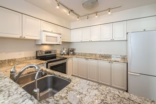 """Photo 5: 402 2288 W 12TH Avenue in Vancouver: Kitsilano Condo for sale in """"CONNAUGHT POINT"""" (Vancouver West)  : MLS®# R2051681"""