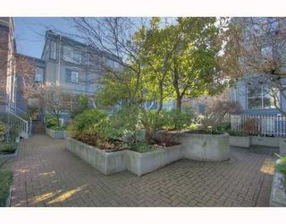 """Photo 3: 5 877 W 7TH Avenue in Vancouver: Fairview VW Townhouse for sale in """"EMERALD COURT"""" (Vancouver West)  : MLS®# v818670"""