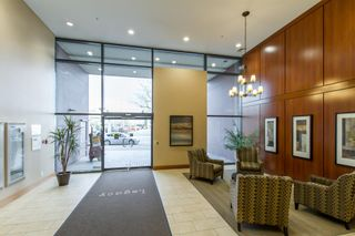 Photo 2: 902-2225 Holdom Ave in Burnaby: Condo for sale (Burnaby North)  : MLS®# R2463125