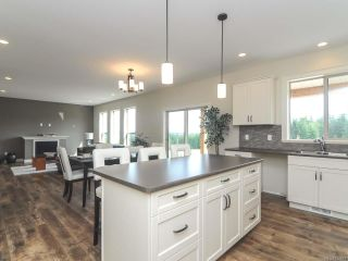 Photo 5: 4060 SOUTHWALK DRIVE in COURTENAY: CV Courtenay City House for sale (Comox Valley)  : MLS®# 724874