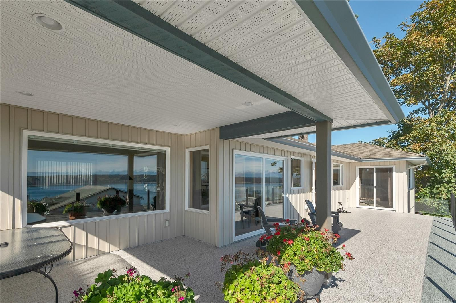 Photo 4: Photos: 253 S Alder St in : CR Campbell River South House for sale (Campbell River)  : MLS®# 857027