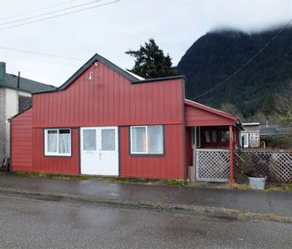 Photo 2: 328 FORT Street in Hope: Hope Center House for sale : MLS®# R2524478