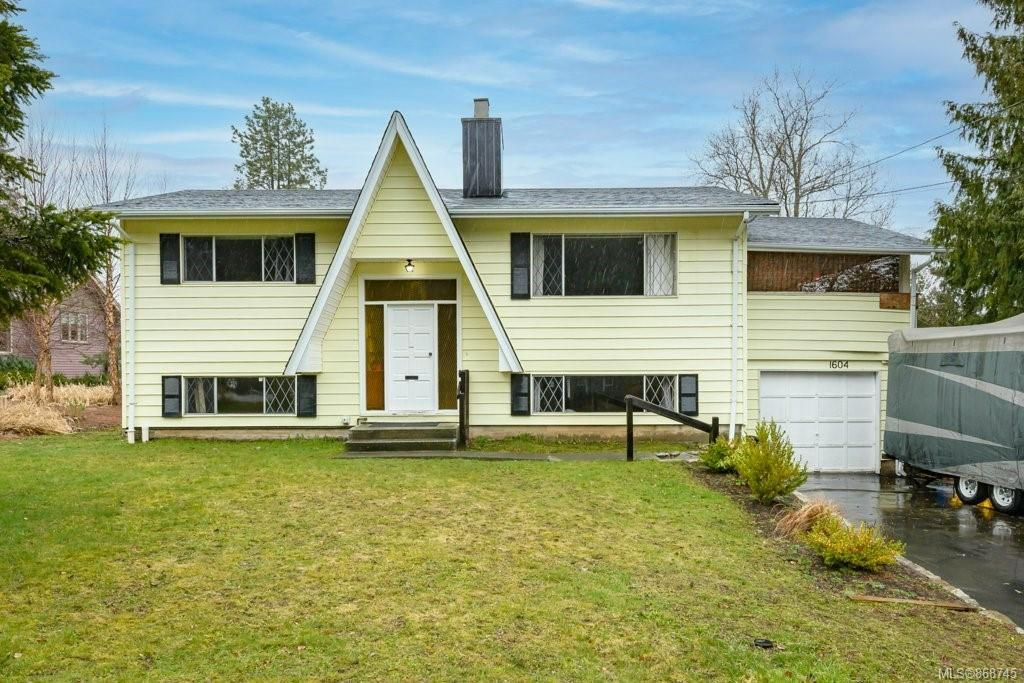 Main Photo: 1604 Dogwood Ave in Comox: CV Comox (Town of) House for sale (Comox Valley)  : MLS®# 868745