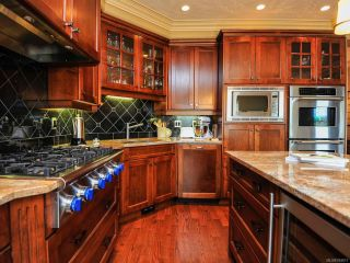 Photo 7: 324 3666 ROYAL VISTA Way in COURTENAY: CV Crown Isle Condo for sale (Comox Valley)  : MLS®# 784611
