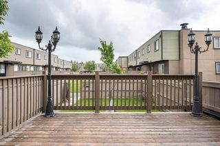 Main Photo: 33 3809 45 Street SW in Calgary: Glenbrook Row/Townhouse for sale : MLS®# A1125856