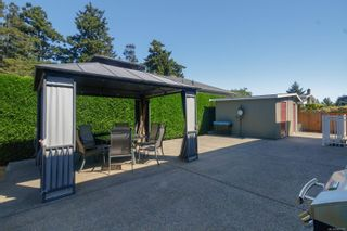 Photo 2: 682 Peto Crt in : SW Glanford House for sale (Saanich West)  : MLS®# 883176