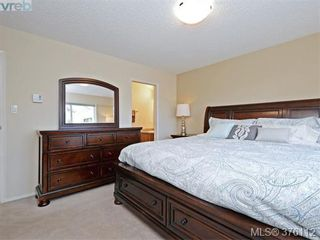 Photo 10: 1701 Jefferson Ave in VICTORIA: SE Gordon Head Half Duplex for sale (Saanich East)  : MLS®# 755004