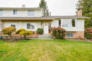 """Photo 2: 5749 189A Street in Surrey: Cloverdale BC House for sale in """"FAIRWAY ESTATES"""" (Cloverdale)  : MLS®# R2545304"""