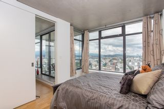 """Photo 19: 2001 108 W CORDOVA Street in Vancouver: Downtown VW Condo for sale in """"Woodwards W32"""" (Vancouver West)  : MLS®# R2465533"""