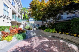 """Photo 20: C1 332 LONSDALE Avenue in North Vancouver: Lower Lonsdale Condo for sale in """"The Calypso"""" : MLS®# R2198607"""