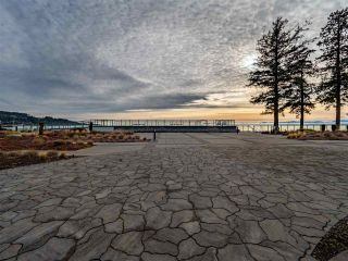 Photo 1: 302 5665 TEREDO Street in Sechelt: Sechelt District Condo for sale (Sunshine Coast)  : MLS®# R2519073