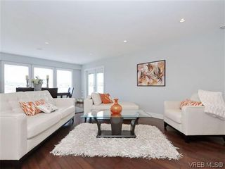 Photo 3: 800 Summerwood Pl in VICTORIA: SE Broadmead House for sale (Saanich East)  : MLS®# 695460