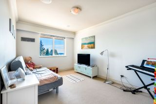 Photo 19: 1720 ROSEBERY Avenue in West Vancouver: Queens House for sale : MLS®# R2602525