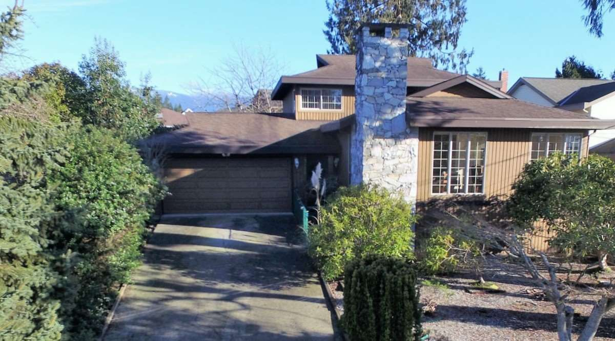 "Main Photo: 4746 FIR Road in Sechelt: Sechelt District House for sale in ""DAVIS BAY"" (Sunshine Coast)  : MLS®# R2132730"
