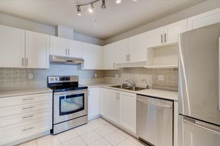 """Photo 3: 302 15272 20 Avenue in Surrey: King George Corridor Condo for sale in """"WINDSOR COURT"""" (South Surrey White Rock)  : MLS®# R2602233"""