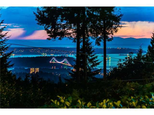 Main Photo: 260 RONDOVAL Crescent in North Vancouver: Upper Delbrook House for sale : MLS®# V1025715