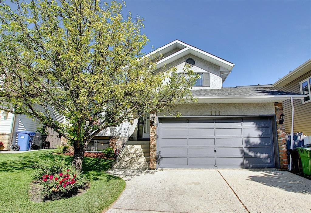 Main Photo: 111 HAWKHILL Court NW in Calgary: Hawkwood Detached for sale : MLS®# A1022397