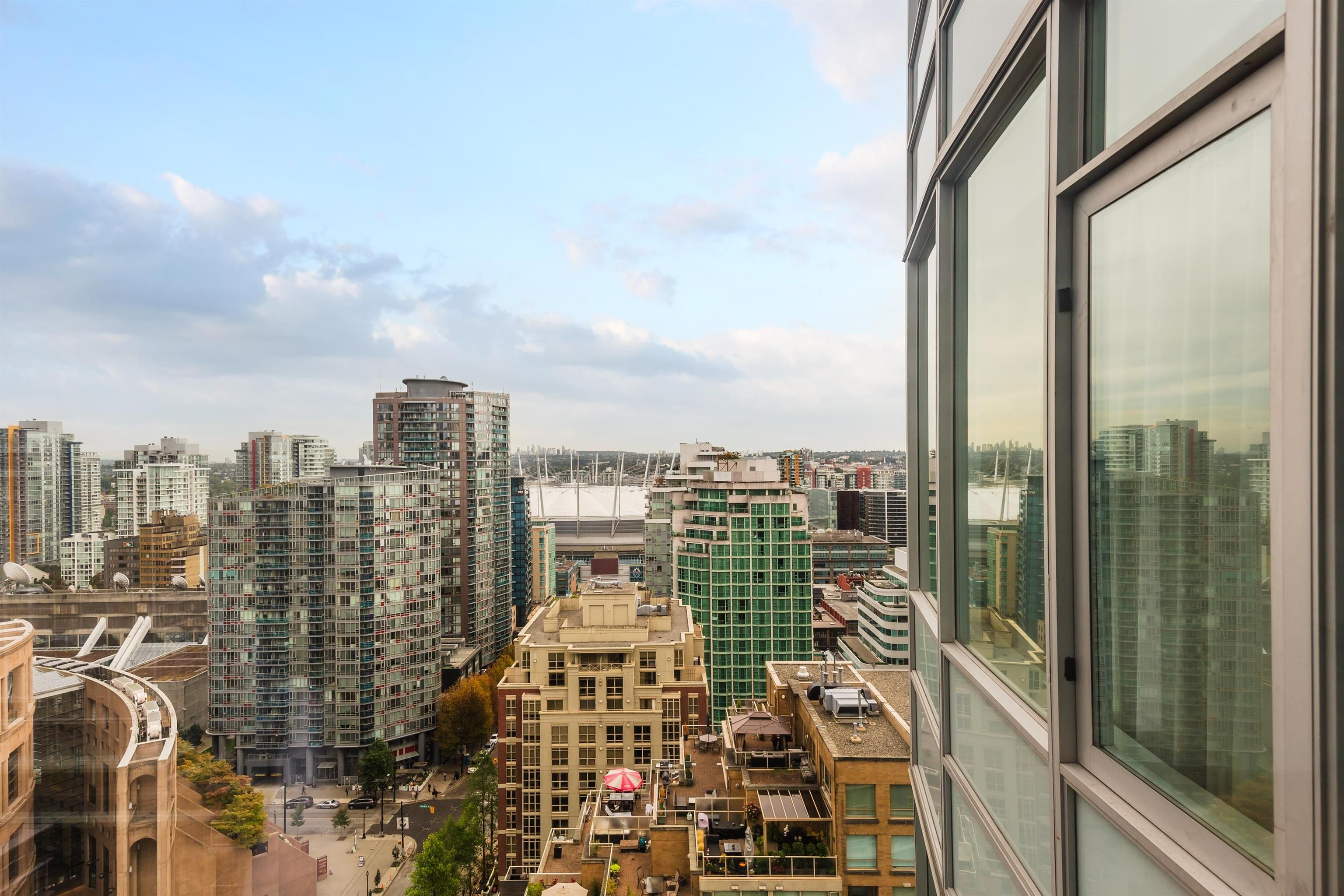 """Photo 13: Photos: 2302 833 HOMER Street in Vancouver: Downtown VW Condo for sale in """"Atelier"""" (Vancouver West)  : MLS®# R2615820"""